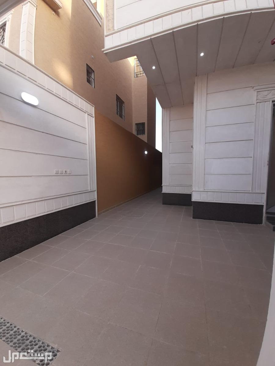 للبيع دبلكس 6غرف  المساحه 200م في حي المهديه  السعر 960الف