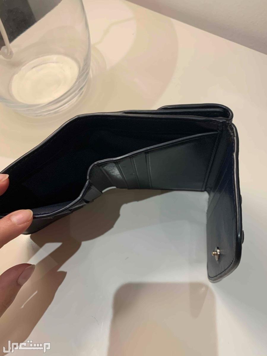 شنطة كوتش اصليه نظيفه جداً مع محفظه كوتش