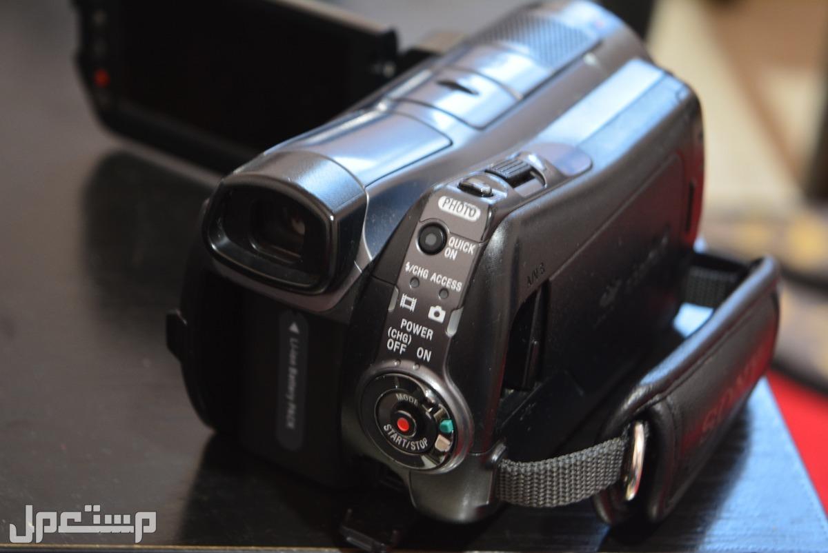 كاميرا سونى اصلية فيديو عالية الجودة تصوير ليلى وسعة تخزين 120 جيجا الشاشة تاتش تحتاج لصيانة بسيطة