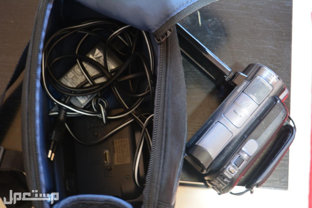 كاميرا سونى اصلية فيديو عالية الجودة تصوير ليلى وسعة تخزين 120 جيجا مع شنطتها الاصلية وبطاريتها الاصلية وبطارية اضافية