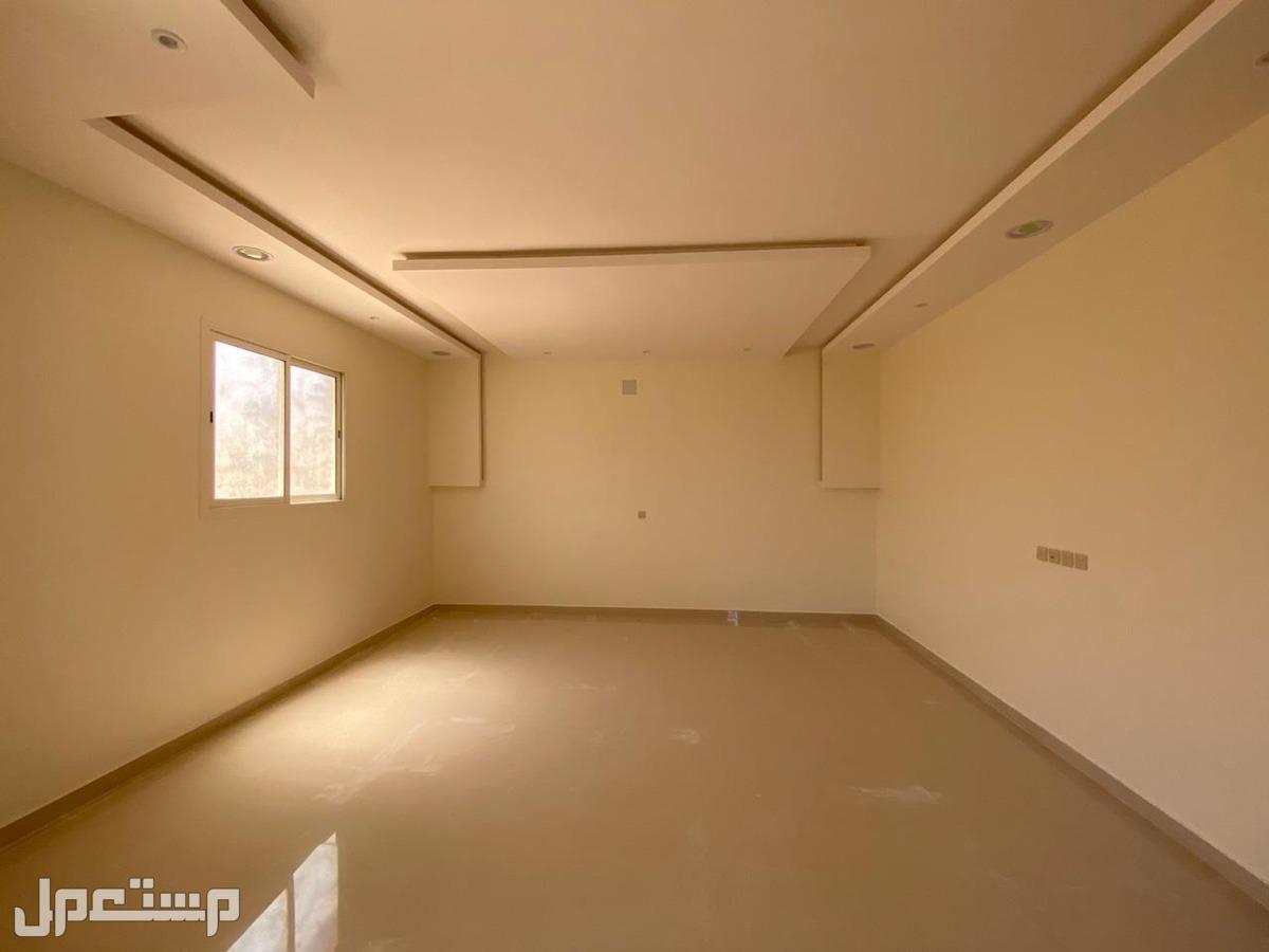 للبيع فيلا  درج صالة المساحة 281م حي مشارف الحزم السعر 900 الف