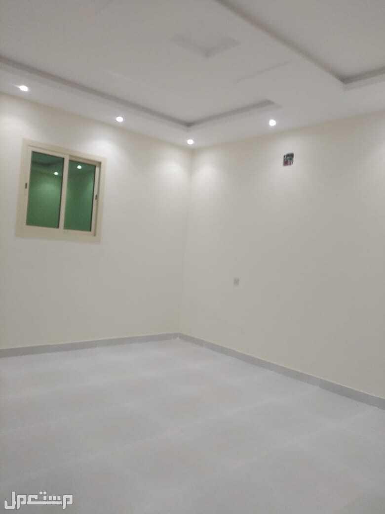 للبيع شقة ارضيه دورين فاخرة مع حوش ومدخل خاص المساحة 250م  حى ظهرة لبن