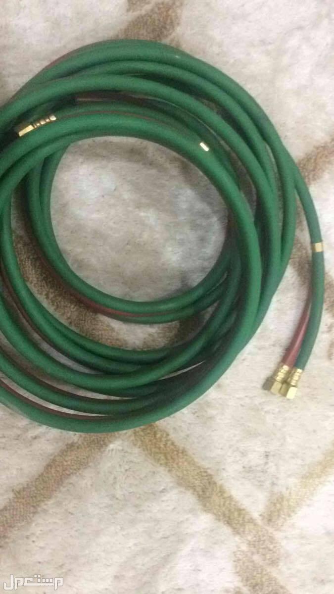 اكسجين مع ادوات تقطيع حديد