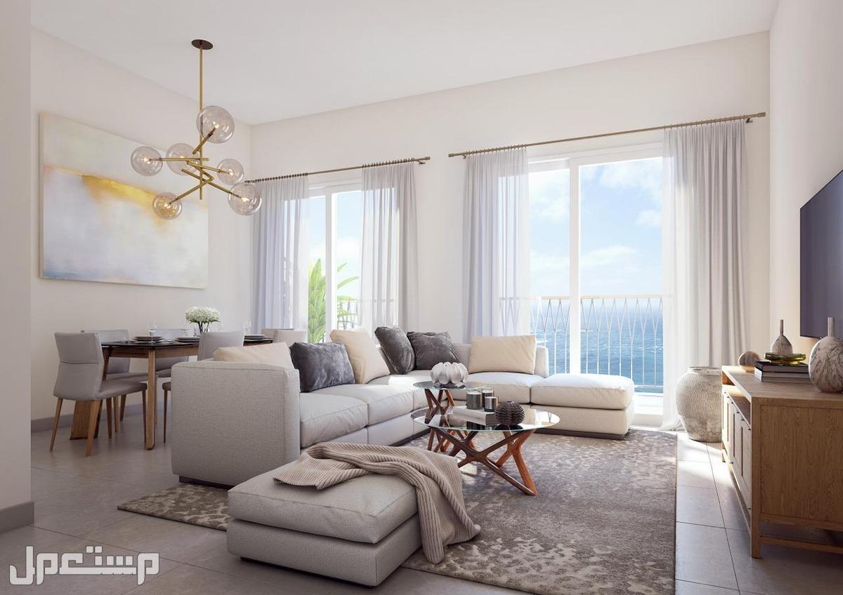 للبيع شقة جاهزة باطلالة بحرية في الشارقة