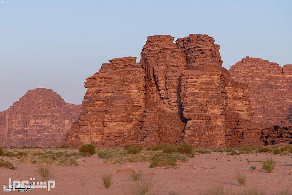 """جبال من الأحجار الرملية في صحراء """"حسمى"""""""