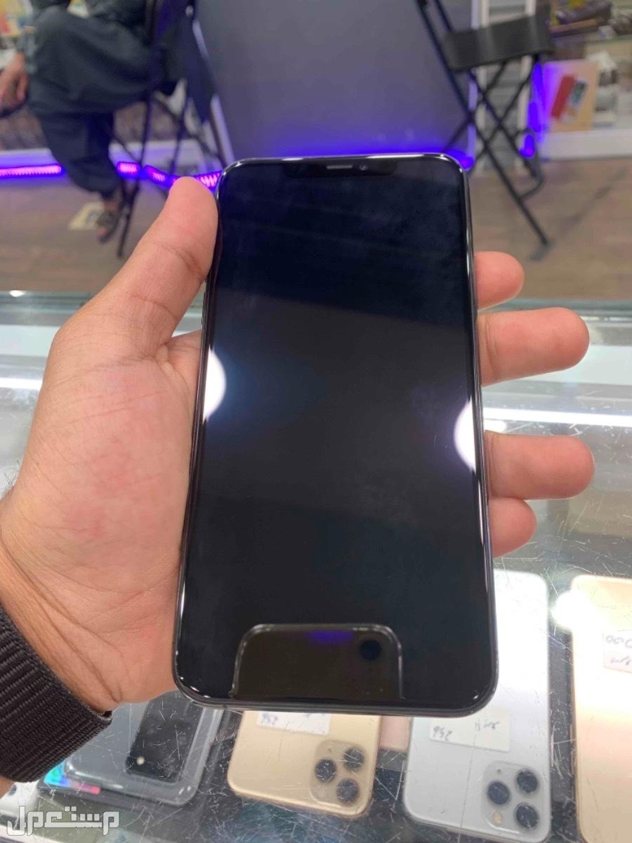 للبيع ايفون 11 برو ماكس 64 مستخدم اسود