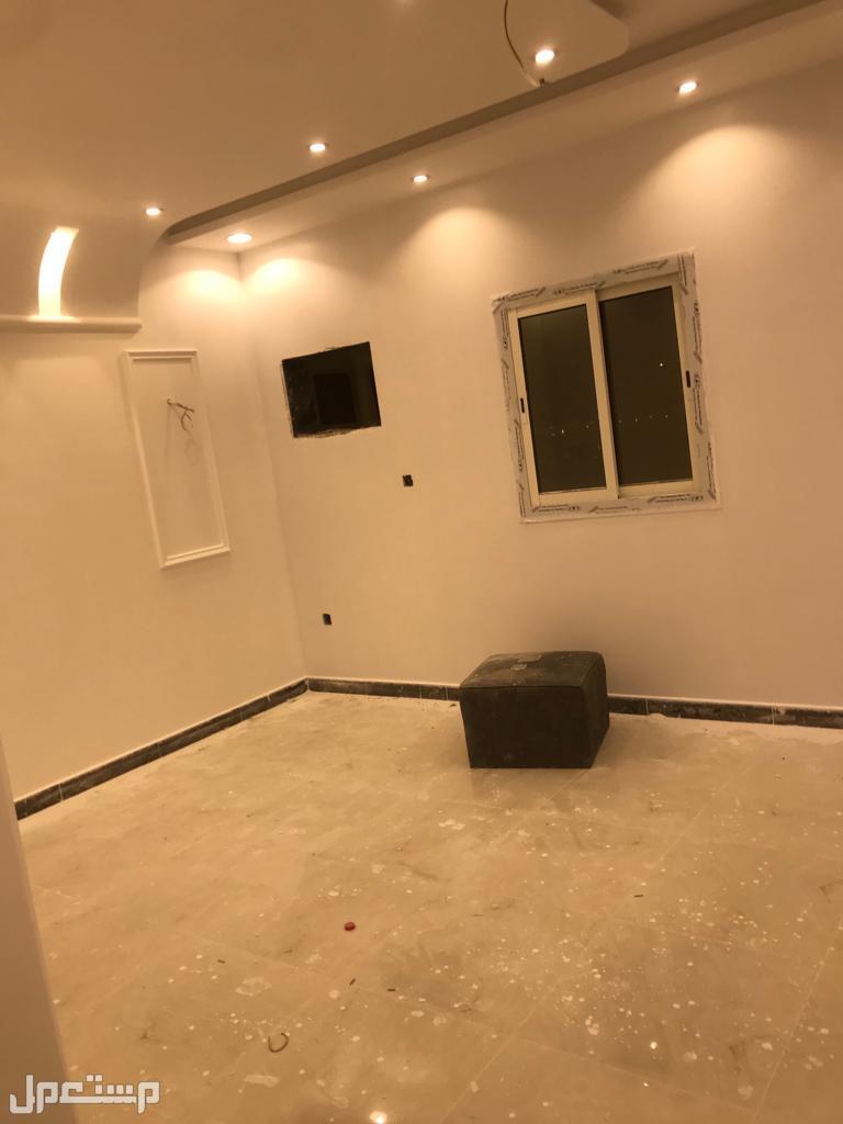 شقه 5غرف فاخره جديده بمنافعها  للبيع ب 310 /الف ريال فقط