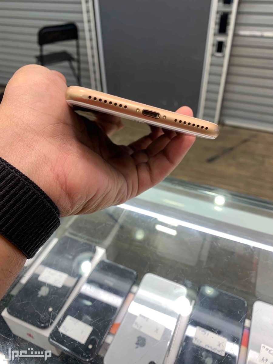 للبيع ايفون 8 بلس 256 مستخدم ذهبي