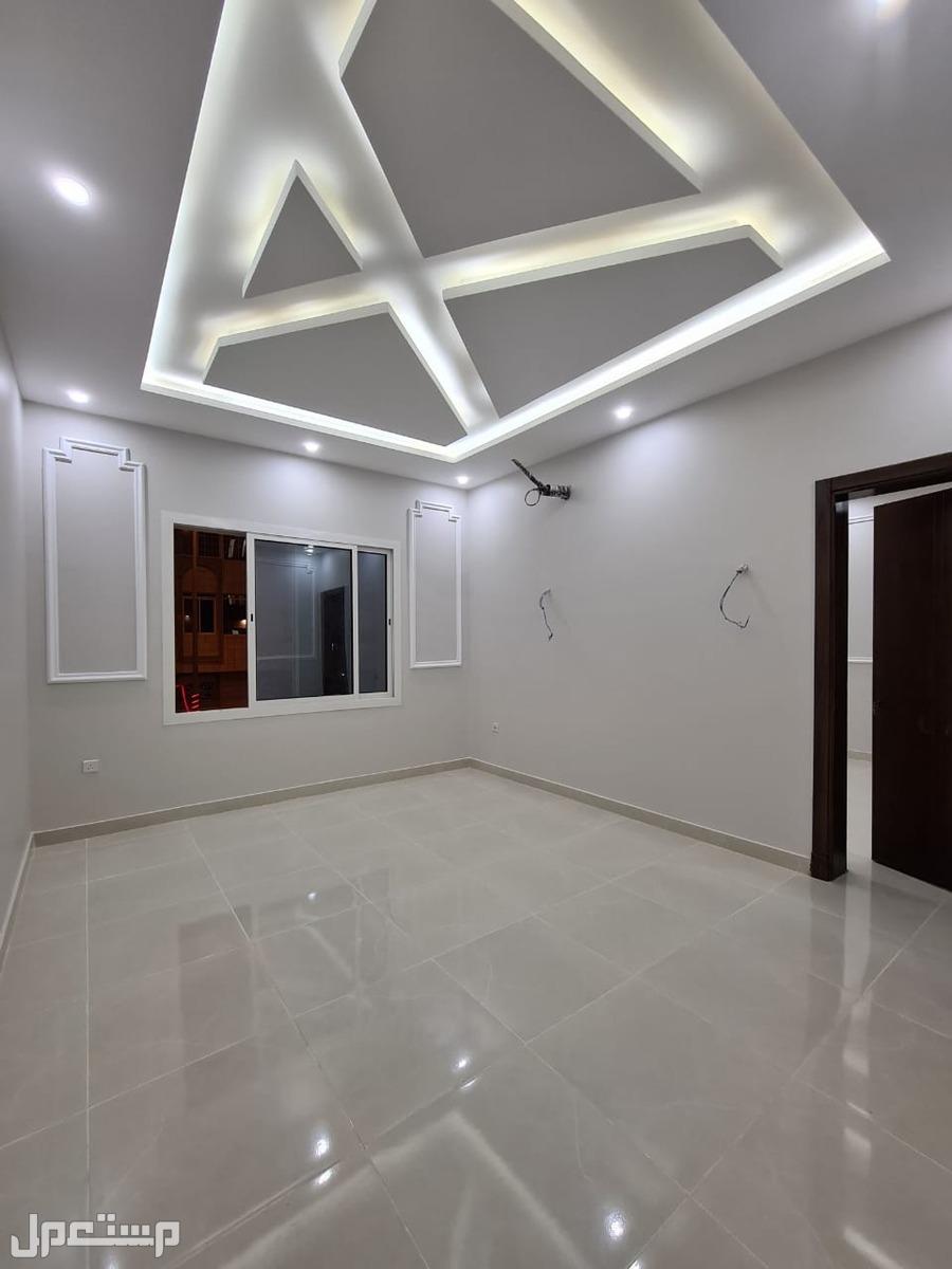 شقة للبيع 5 غرف بسعر مميز وديكور راقي