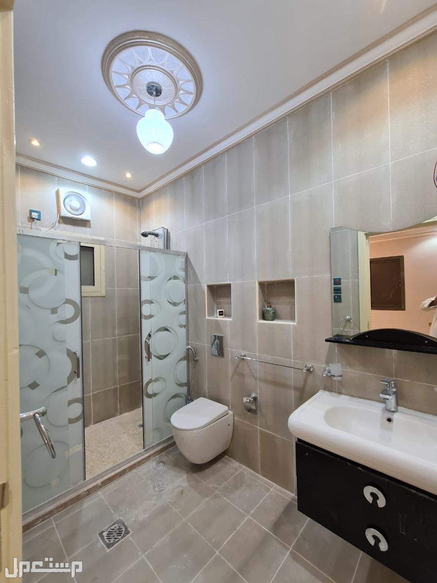 شقة 5 غرف بسعر مميز وديكور حديث