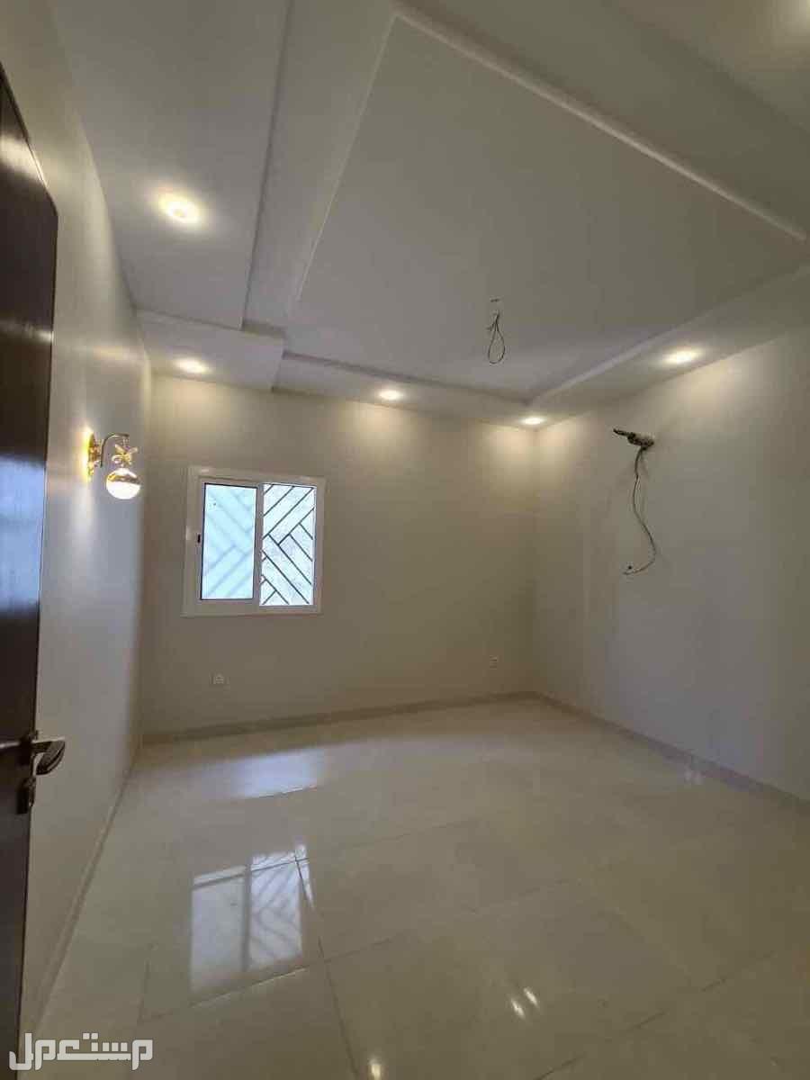 شقه 5غرف حي الصفا تقاطع ام القرى مع الشربتلي افراغ فوري
