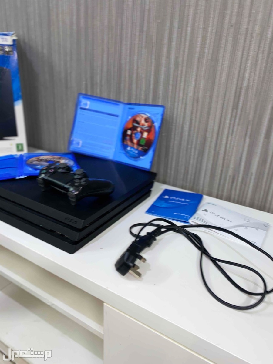 بلايستيشن 4 برو Playstation 4 Pro 4K شبه جديد بكرتونة للبيع لأعلى سوم