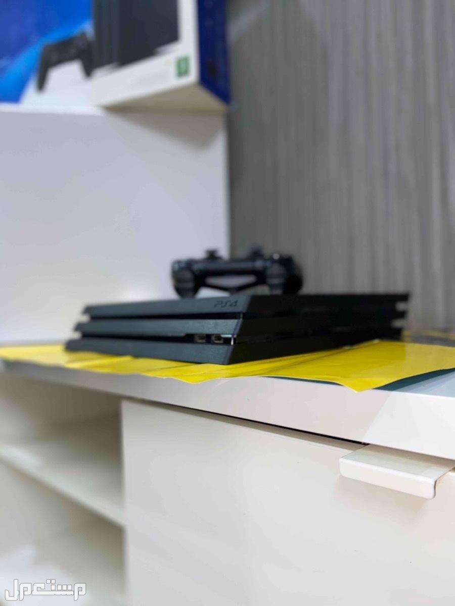 بلايستيشن4 برو Playstation Pro 4K شبه جديد بكرتونه عليه اكثر من 60 لعبة