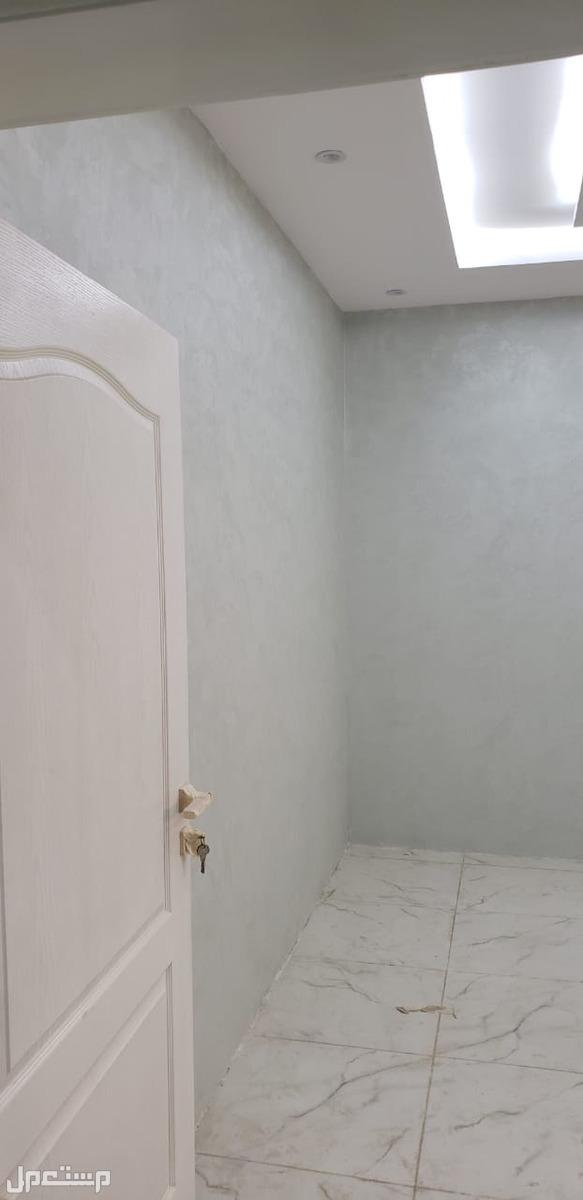 ملحق روف 5غرف 4دورات مياه صاله مطبخ بسطح مستقل المساحه 250م للبيع بسعر 450