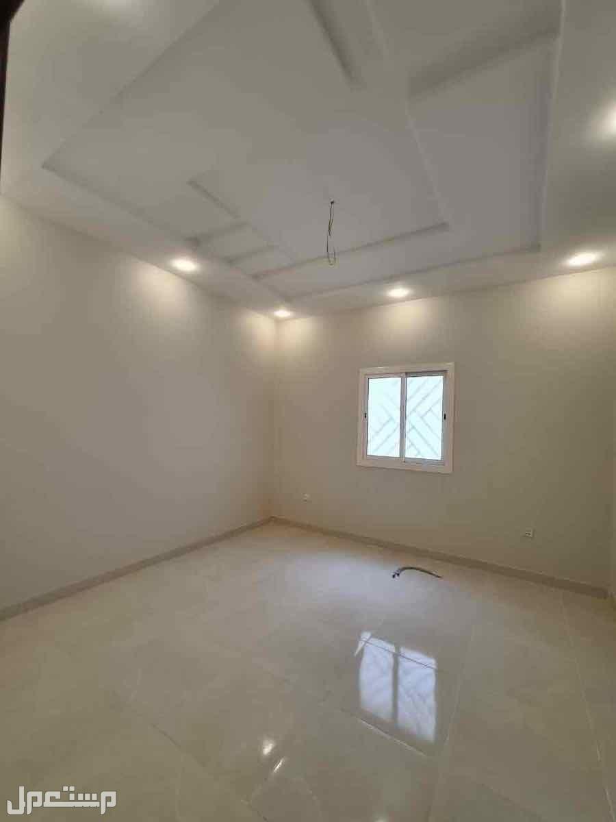 شقه 5غرف بمنافعها حي الصفا خلف مطعم دوعن