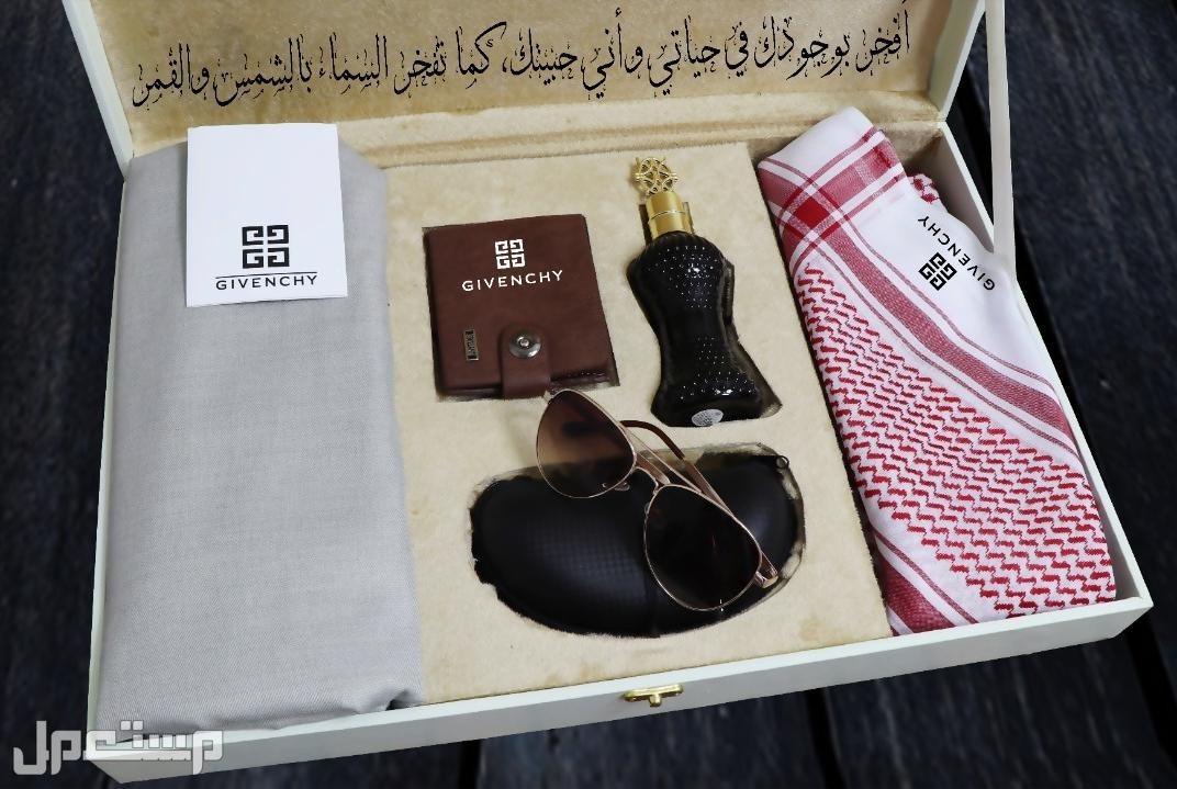 اطقم ماركه جفنشي مع تصميم العباره في البكس حسب الطلب