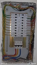كهربائي عام تركيب وتمديد وتاسيس وتشطيب وتمديد الاسلاك وتركيب نجف