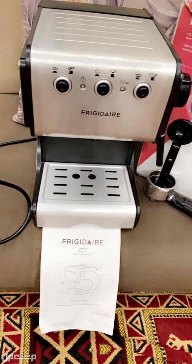 صانعة قهوة من ماركة FRIGIDAIRE