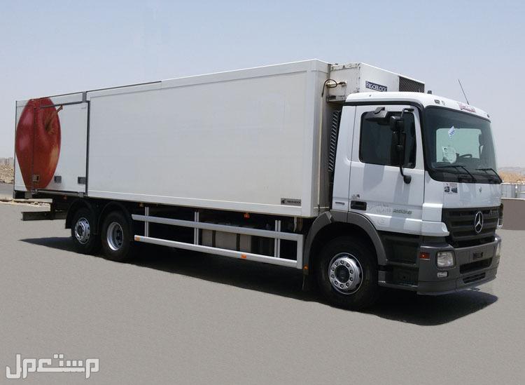 شاحنة مسكس مرسيدس بثلاجة موديل2006 الحجم 2536