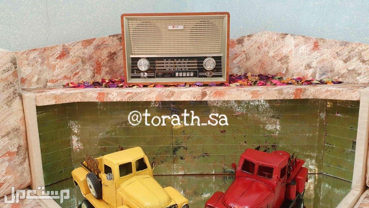 راديو قديم الشكل مناسب للهدايا ومشب