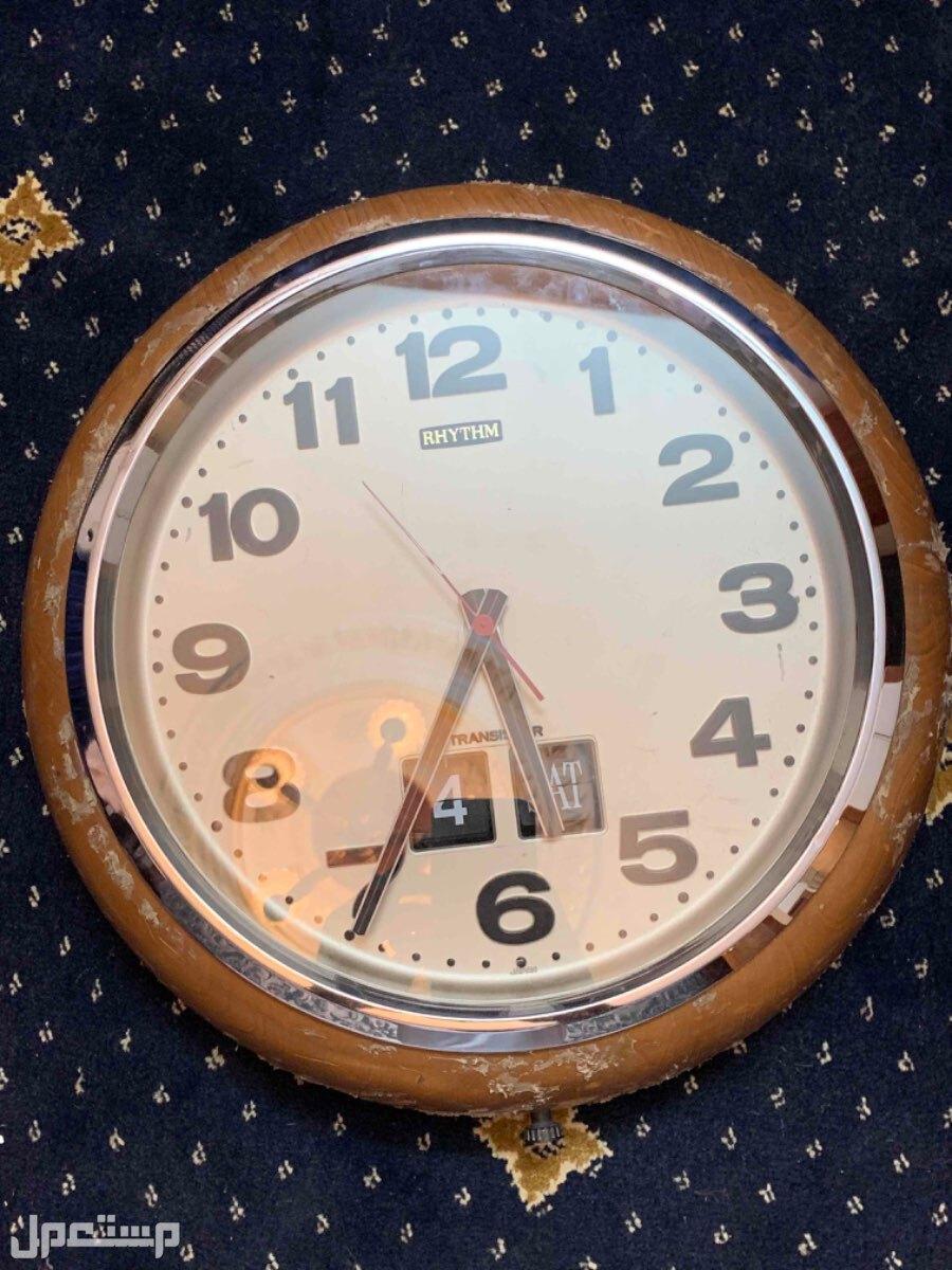 ساعة حائط يابانية الصنع