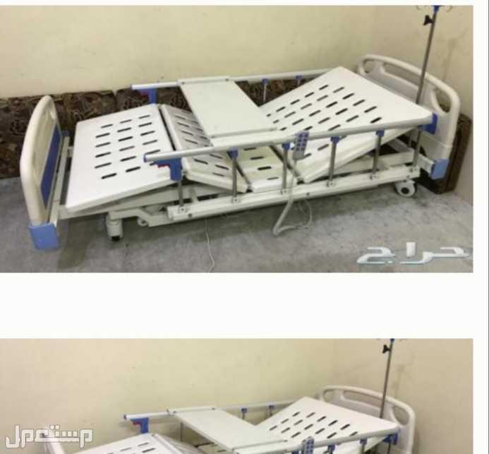 سرير طبي نظيف استعمال بسيط +كرسي لكبار السن والمقعدين