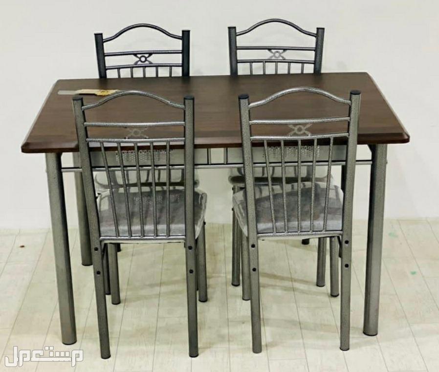 طاولات خشب جديد.بالكرتون 4 و6 كراسي