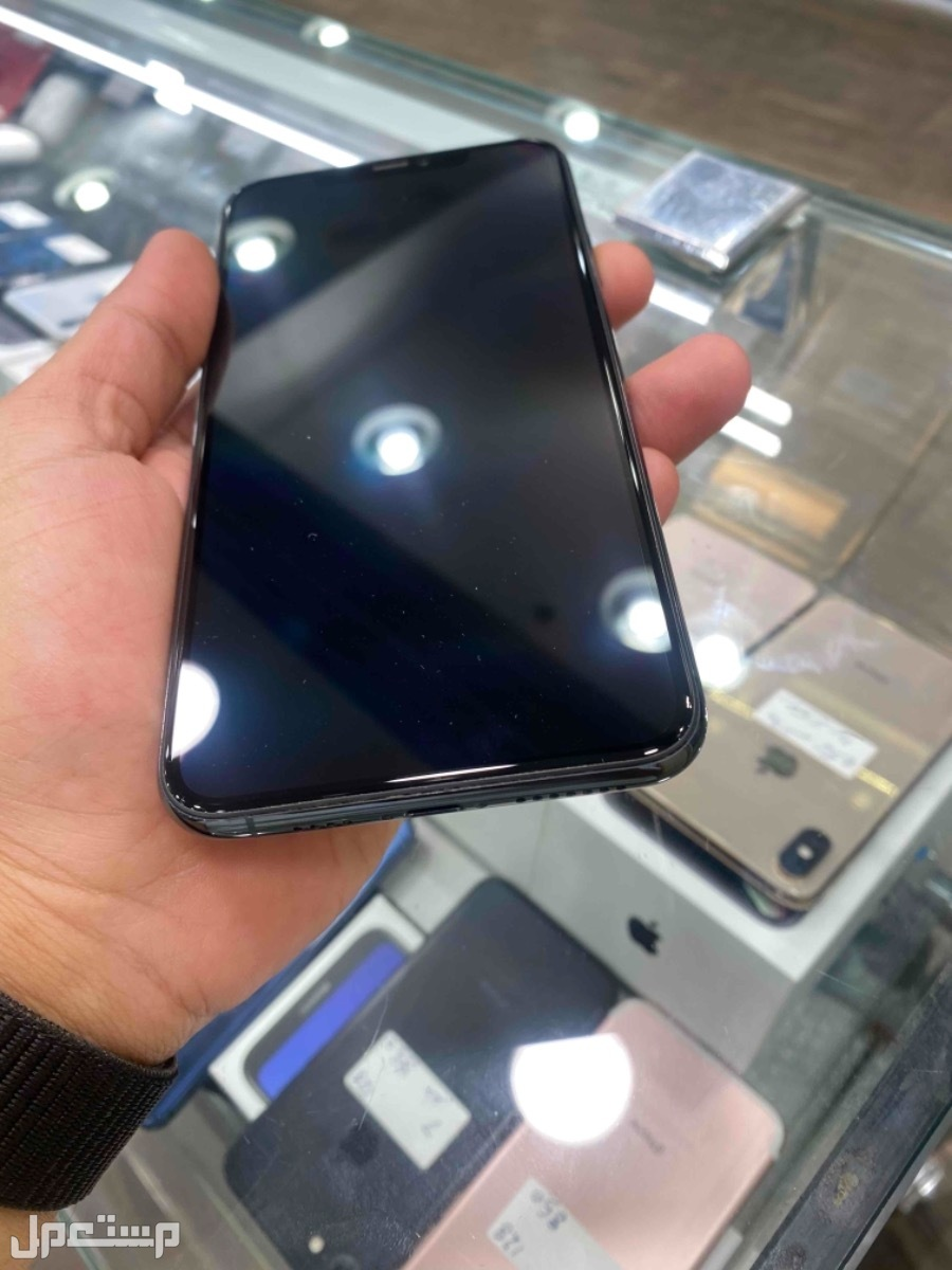 للبيع ايفون 11 برو ماكس زيتي 256 مستخدم