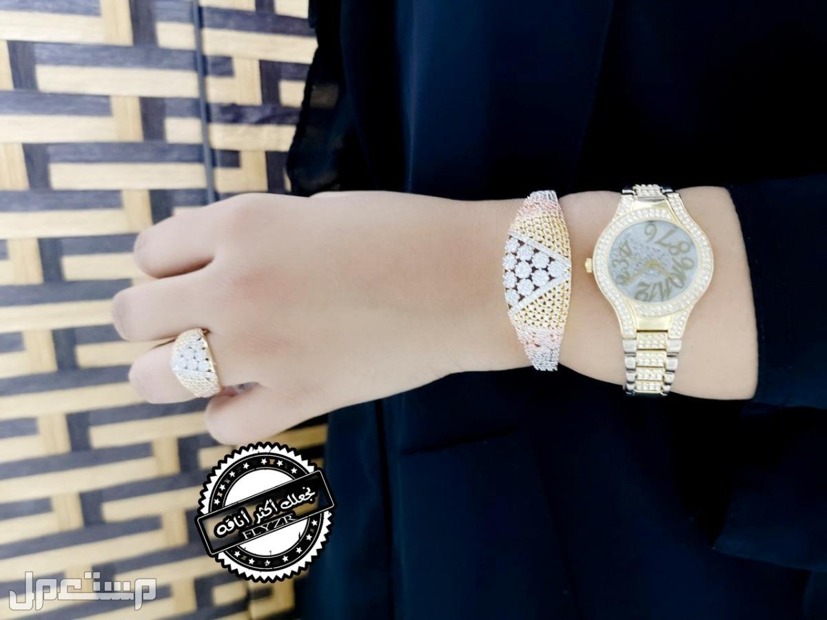 ساعة نسائية زاركون قص الماس مع اكسسوارات مميزه