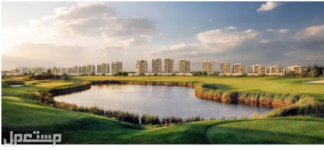 تملك أرض فلتك على البحر  بالقرب من دبي بها فنادق وجولف ومواطنى الامارات