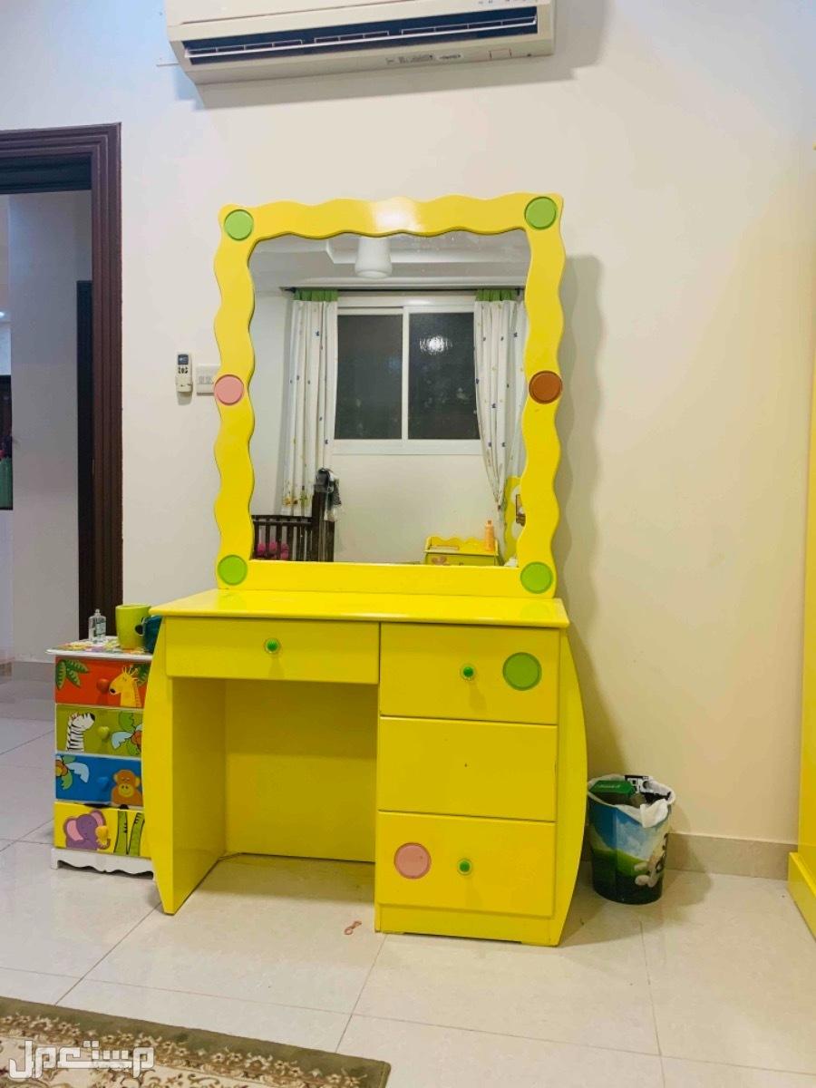 غرفه اطفال خشب وطني مع كرسي تسريحه