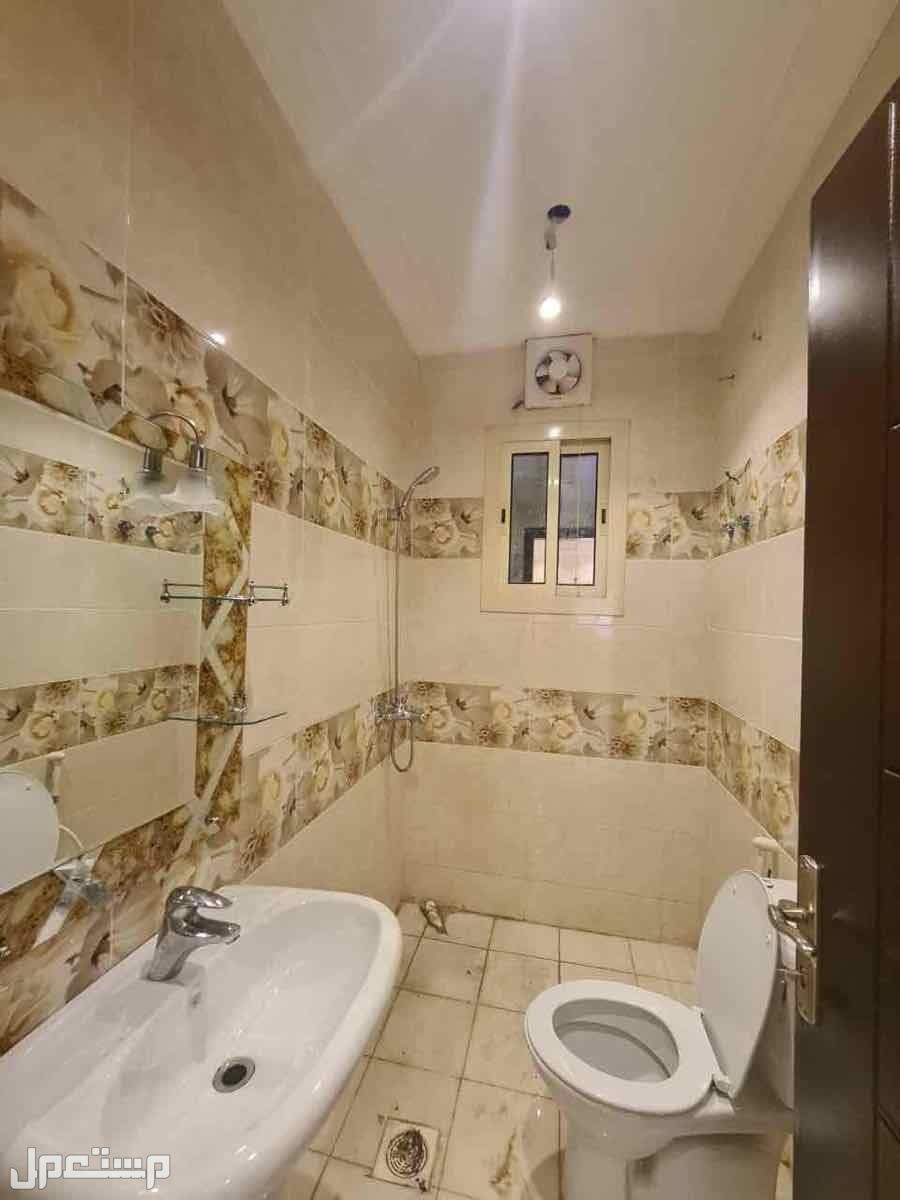 شقه 5 غرف بمنافعها حي التيسير المربع الذهبي افراغ فوري