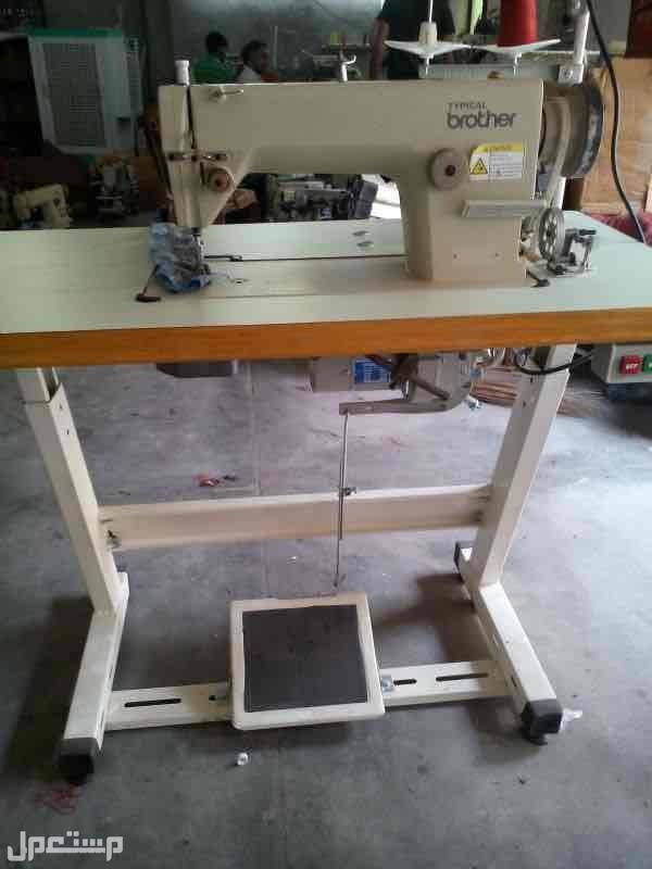 مكينة صناعية خياطة ومكينة تنظيف