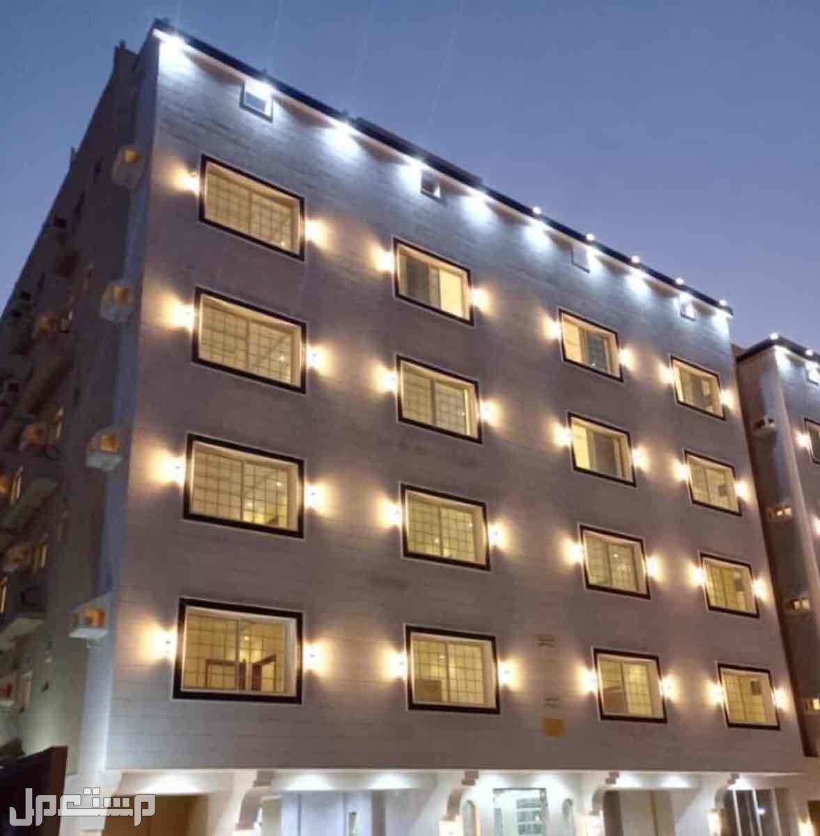 شقه 7 غرف حي الروابي امام حديقه افراغ فوري