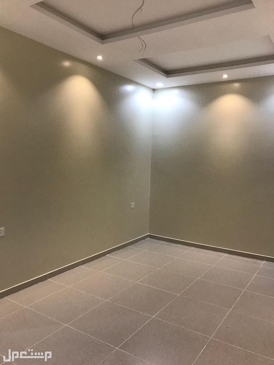 شقة راقية تحتوي على  3 غرف 2 دورات مياه صالة مطبخ مقفل او مفتوح حسب الطلب