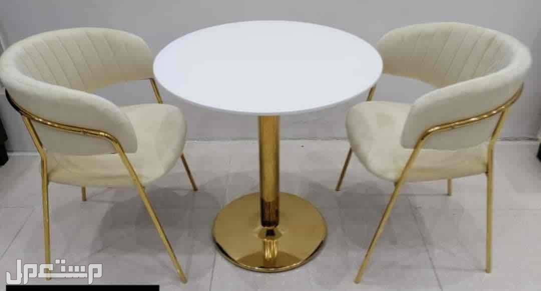 طاولة مع 2 كرسي كلاسيك