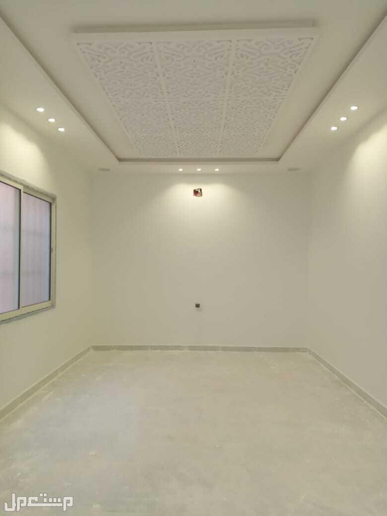 للبيع دور مؤسس 3 شقق المساحة 360 في مشارف الحزم السعر 920 الف