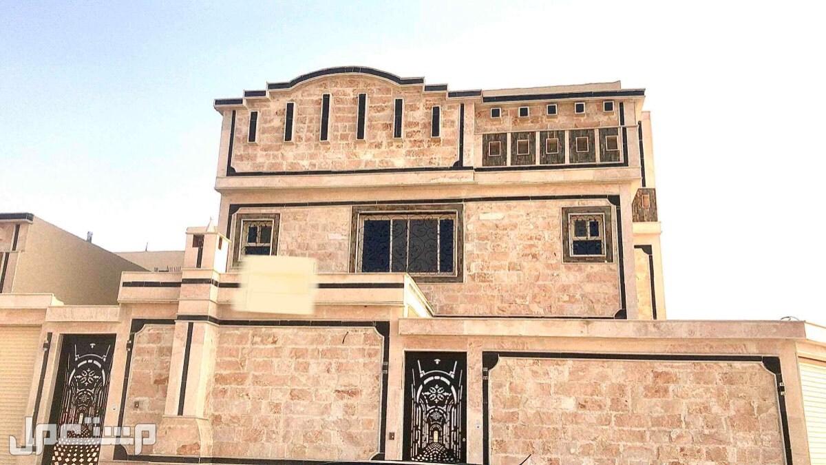 للبيع فيلا بحي طيبة جنوب الرياض مساحة 317 متر درج صاله وشقة