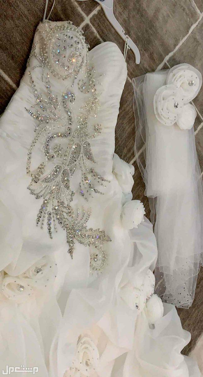فستان زفاف للبيع على السوم