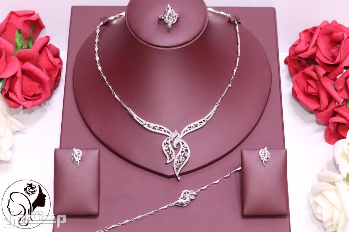 🌹🌹عرض الاناقه 🌹🌹 طقوم زركون دقة الماس ضمان سنه لون وفصوص 🌹عقد  🌹اسورر