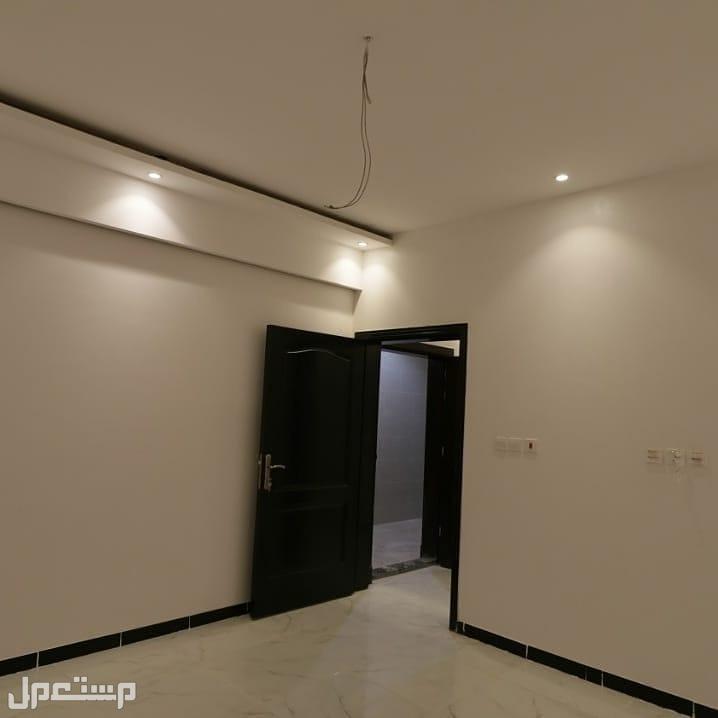 شقه فاخره 5غرف سكنييه جديده للبيع من المالك مباشرة بدون عمولة