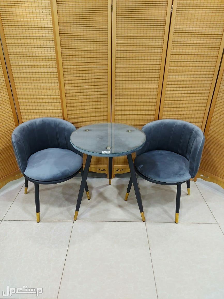 طاولة مع 2 كرسي مناسبة للحدائق والمنزل