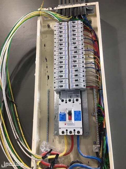 كهربائي متخصص في جميع اعمال الكهرباء