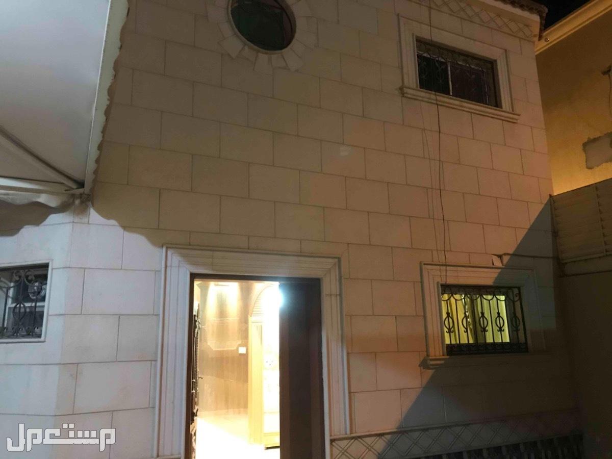 للبيع فيلا دور-دور-وملحق صغير م 390 بحي العزيزية