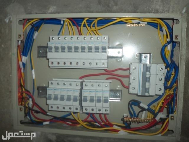 فني اعمال كهربأء متخصص في جميع اعمال الكهرباء