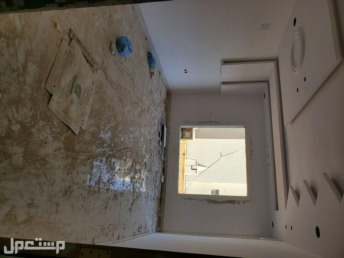 للبيع من المالك فلل 300م بموقع مميز جدا غرب الرياض