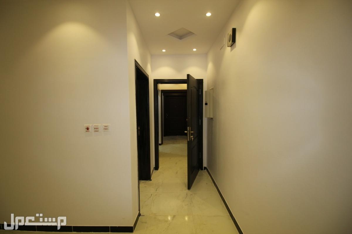 شقه 5 غرف كبيره اماميه للبيع