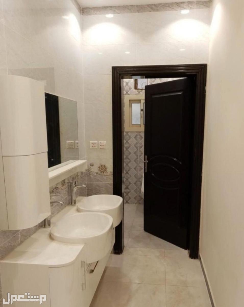 فيلاروف بسطح كامل مستقل وشقق3و5 غرف بمدخلين من المالك مباشرة