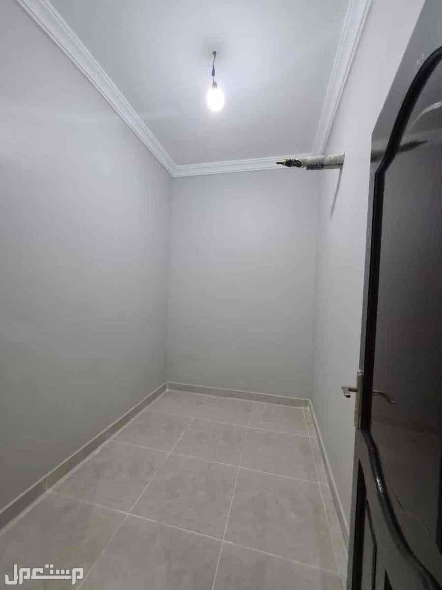 شقه 5 غرف بمنافعها حي التيسير افراغ فوري