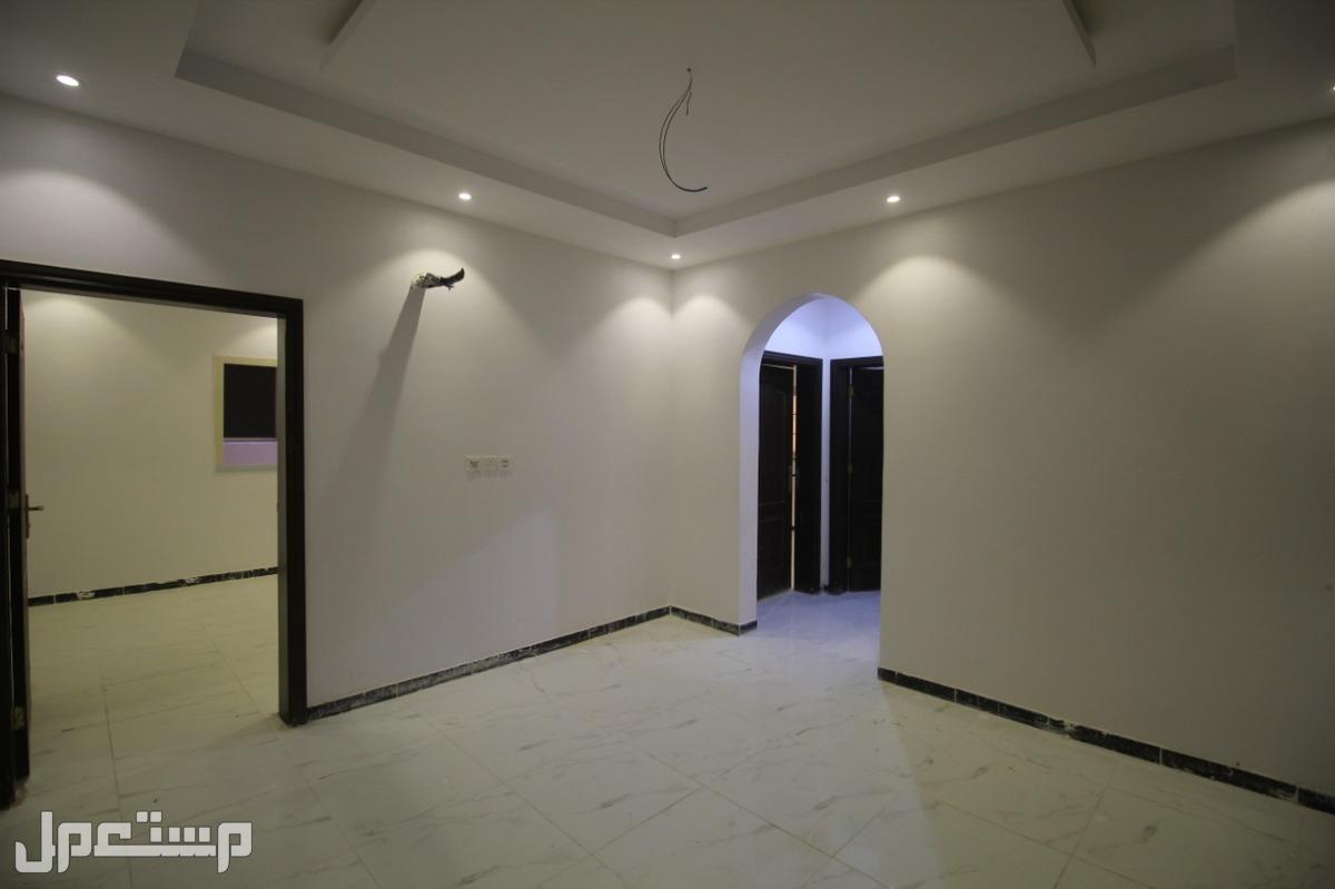 شقه 3 و4 غرف كبار للبيع افراغ فوري